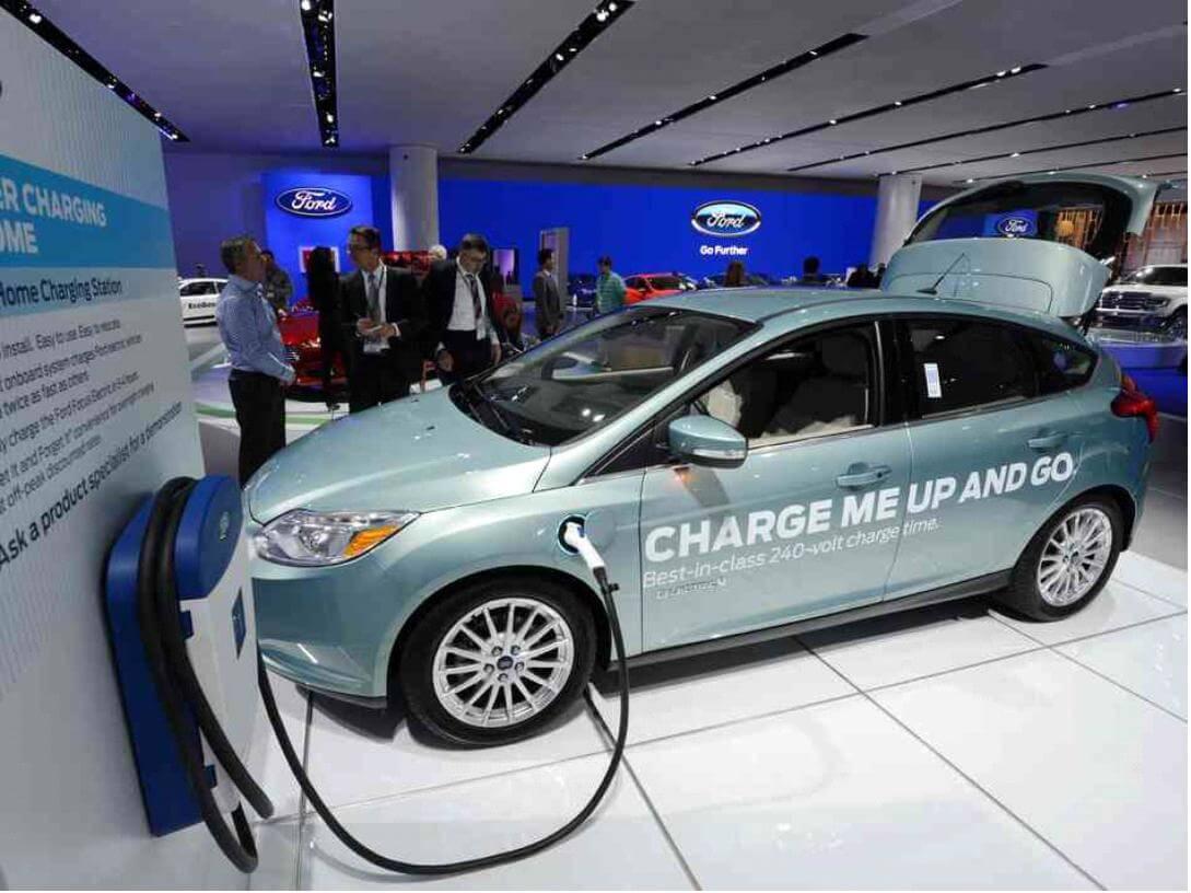 Carros Elétricos movidos a energia verde